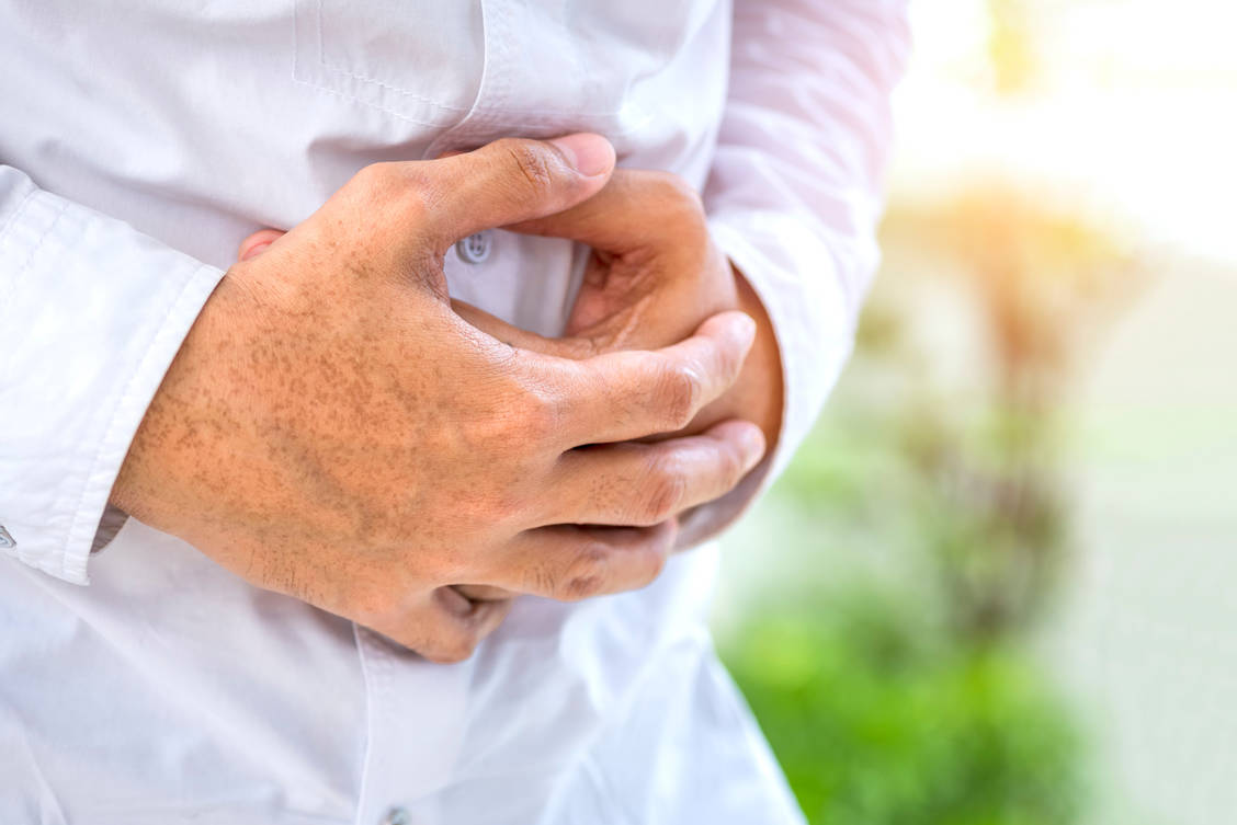 If there is an insufficient production of digestive enzymes in the pancreas, lipases, amylases and proteases can be substituted. / Foto: Getty Images/Virojt Changyencham