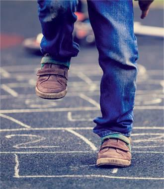 Rückenschmerzen bei Kindern: Bewegungsmangel ist Ursache..