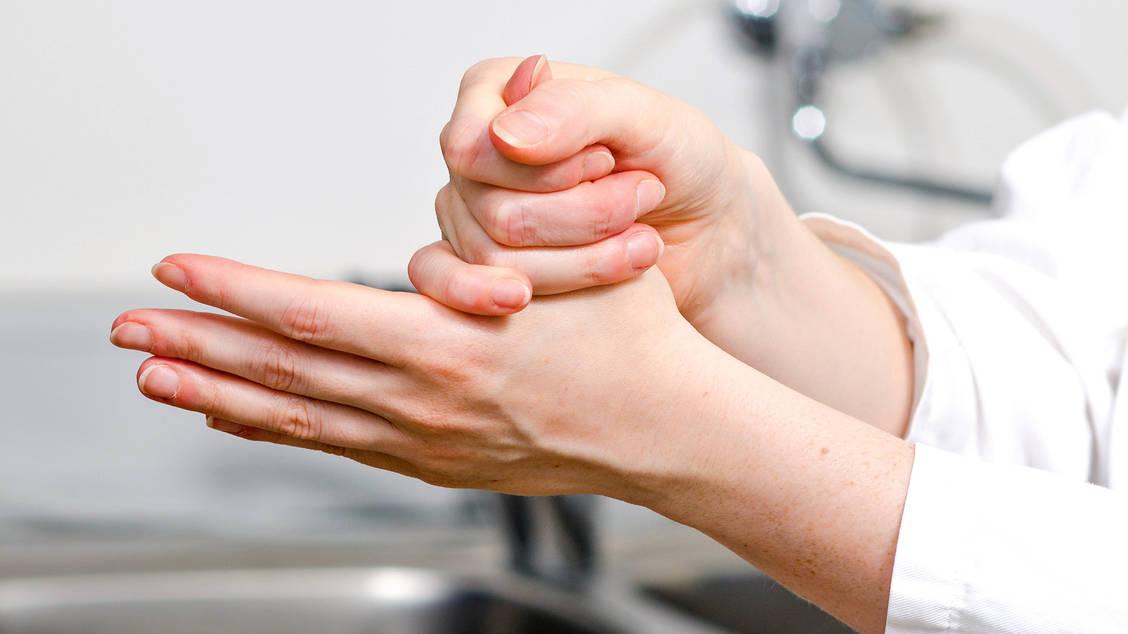 Ausnahmeregelung Apotheker Durfen Desinfektionsmittel Selbst